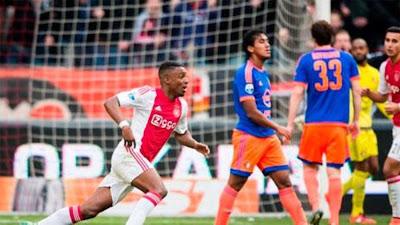Renato Tapia se estrena en la derrota del Feyenoord ante el Ajax por la Liga Holandesa