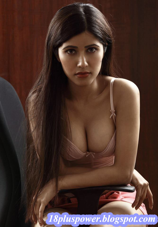 New Amateur Model Actress Hot Sexy Celebrity Naila Nayem -8828