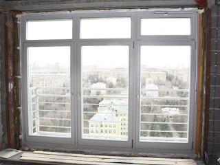 Окно из лиственницы с дистанционным управлением фрамугой