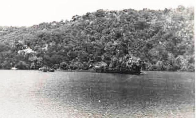 Abraham Crijnssen - Barco holandés camuflado como una isla