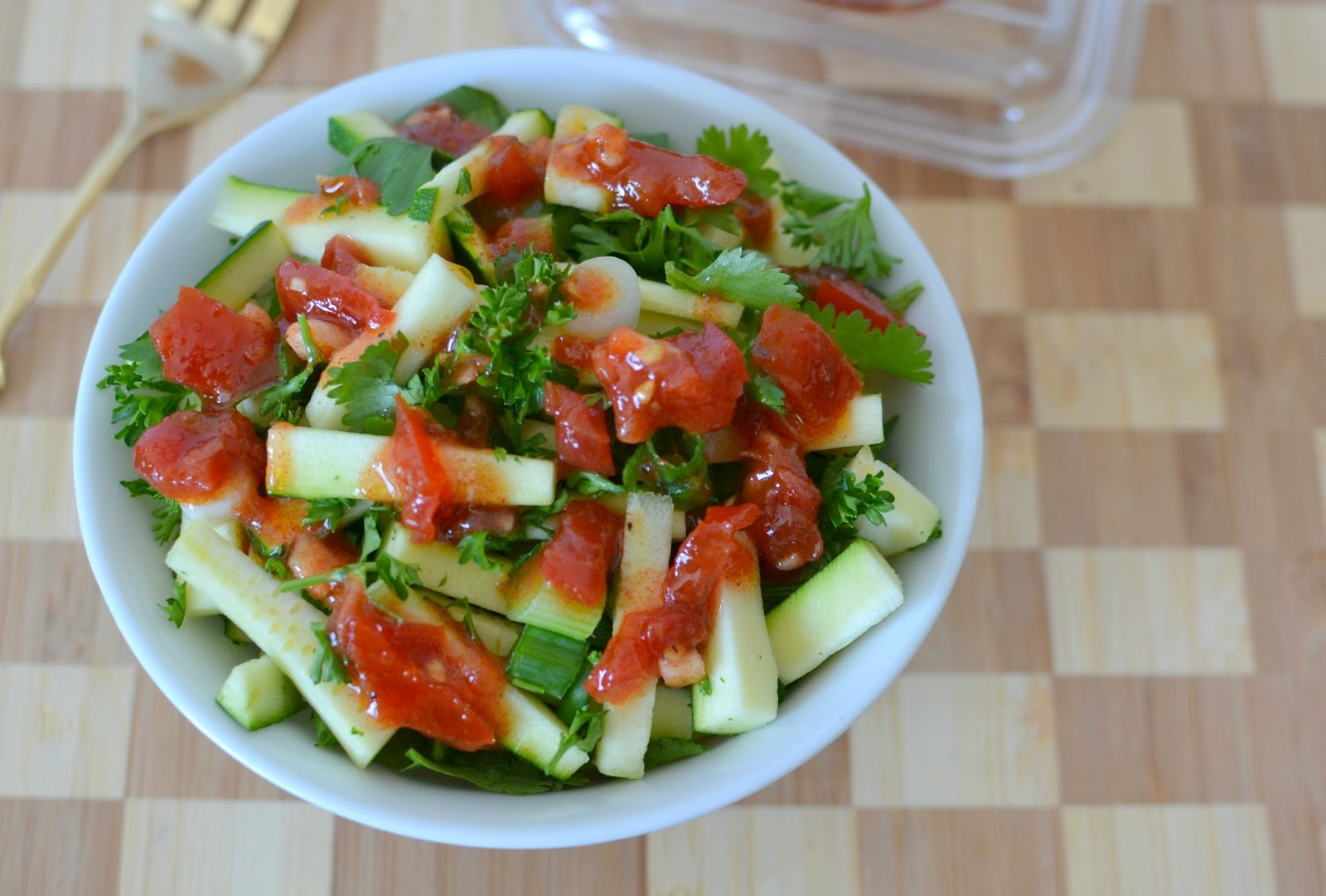 Tomato Garlic Vinaigrette Recipe from Hot Eats and Cool Reads! This summer dressing is perfect with lettuce salads, pasta salads and delicious drizzled over roasted vegetables! Skip the store bought stuff and make this instead!