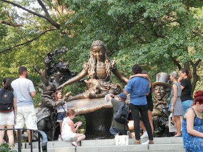 statue d'Alice au Pays des Merveilles Central Park