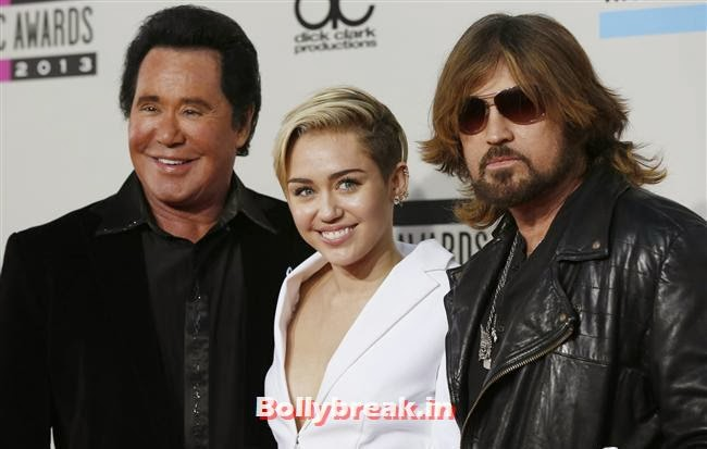 Wayne Newton, Miley Cyrus and her father Billy Ray Cyrus (R) , American Music Awards 2013