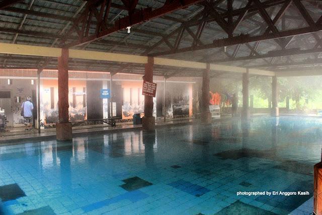 Kolam air panas Cisolok yang bersuhu 80oC