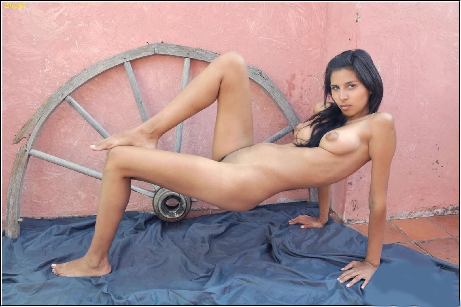 pakistani boobs photo