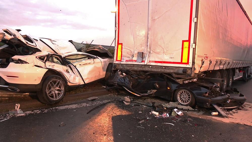 Drei Tote bei Unfall auf Autobahnparkplatz im Ruhrgebiet