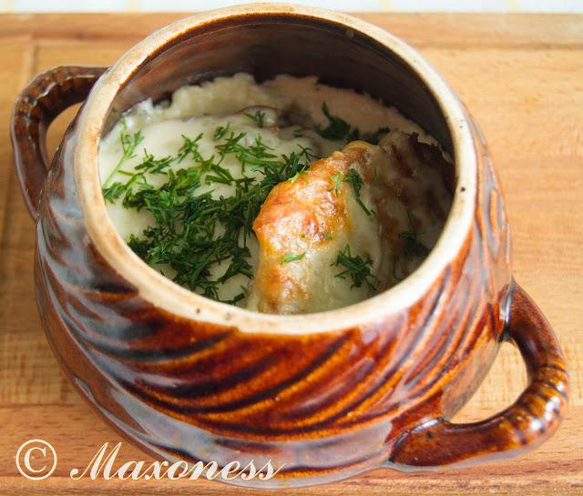 Драники с грибами в сырном соусе
