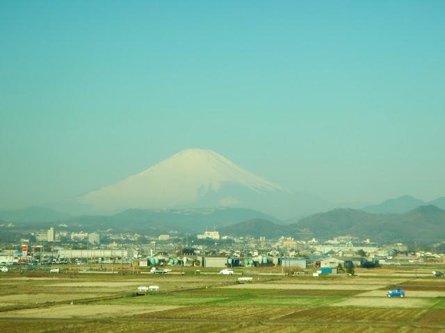El monte Fuji visto desde el tren bala