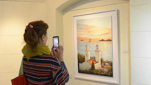 Se inauguró hoy la muestra compuesta por dibujos y pinturas que retratan los paisajes rivereños de Buenos Aires y Colonia de Sacramento