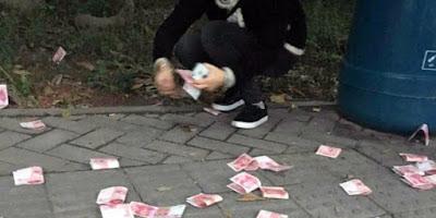 dermawan menebar uang