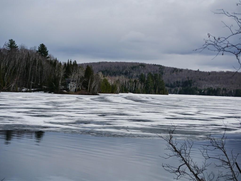Hotel Sacacomie Québec Parc de la Mauricie lac gelé