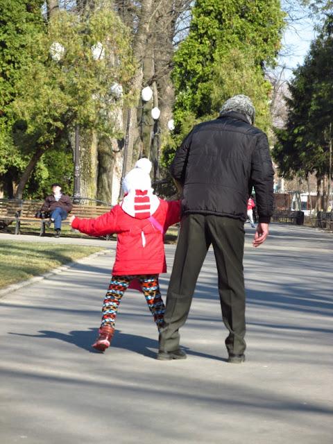 Parcul Copou - Iaşi - când nepoţica vrea... altceva - blog FOTO-IDEEA