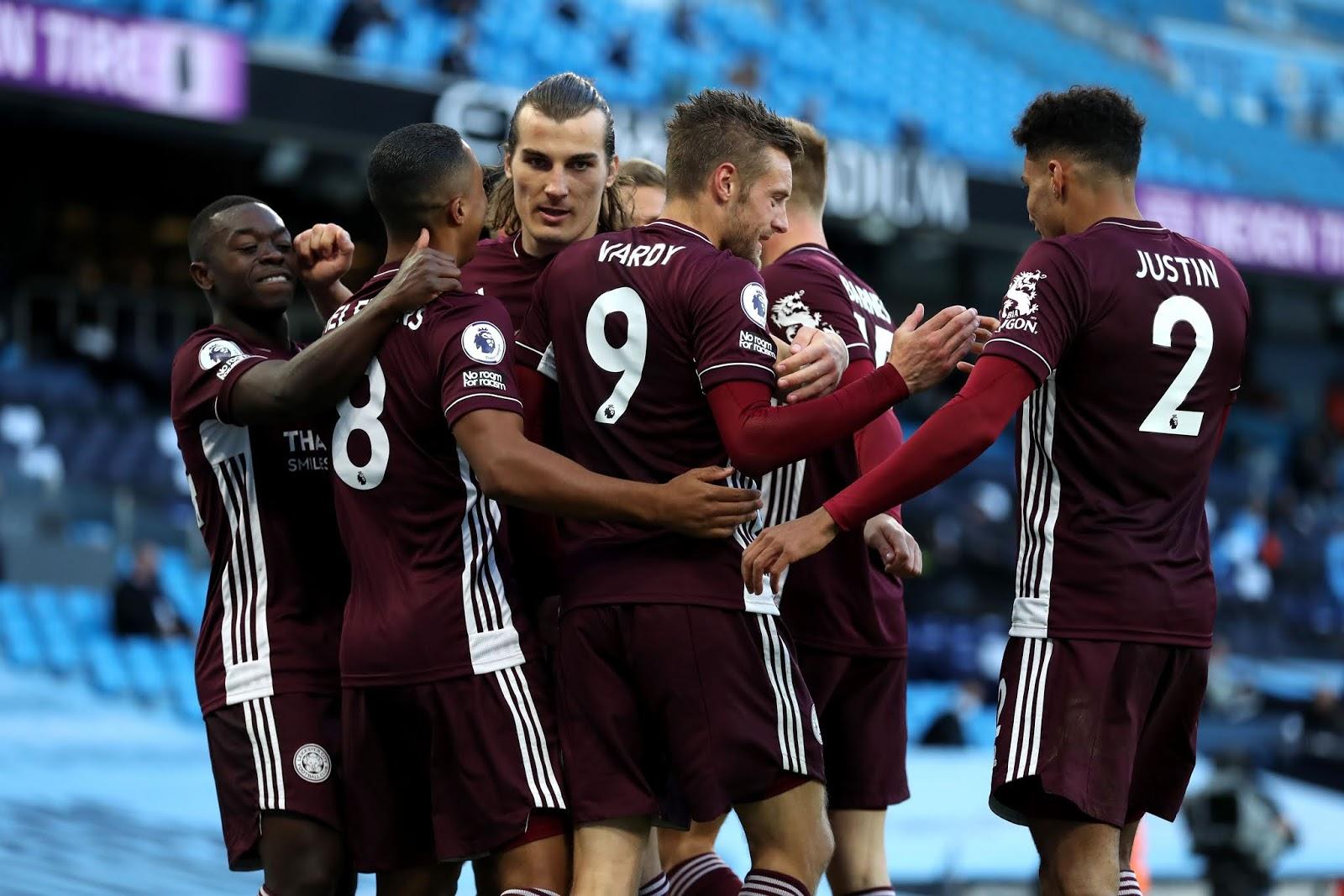 Con tres goles de Jamie Vardy, Leicester dio el golpe ante Manchester City