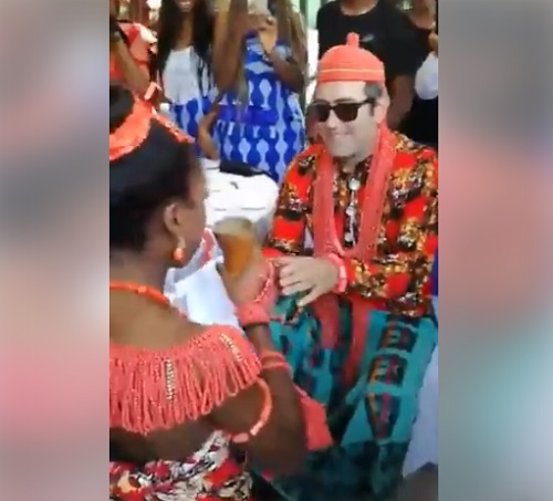 See An Elaborate Traditionally Wedding Of Oyinbo Man & A Pretty Nigerian Lady In Rome