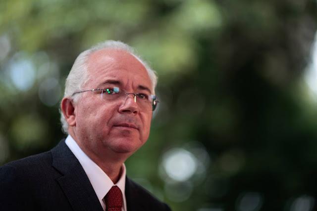 """Rafael Ramírez reconoce """"severos problemas"""" en Pdvsa y pide confianza"""