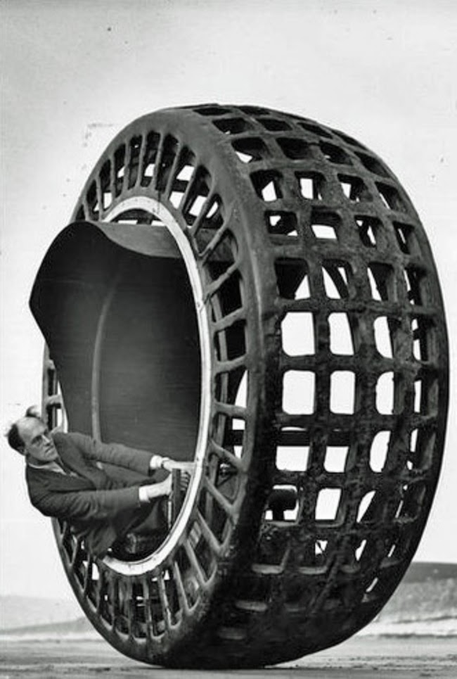 24 Rare Historical Photos That Will Leave You Speechless - The Dynasphere, which is a monowheel built in 1932 that can go up to 25 miles an hour.