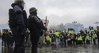 الشرطة الفرنسية في اضراب مفتوح تضامنا مع الشعب
