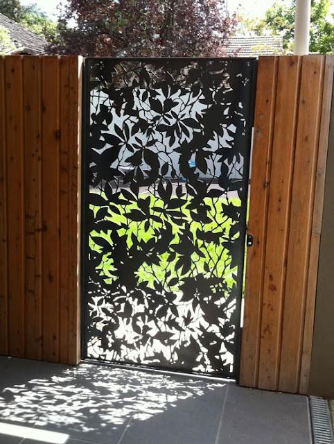 Poarta design gard peisagisti metal debitat forme vegetale gard lemn