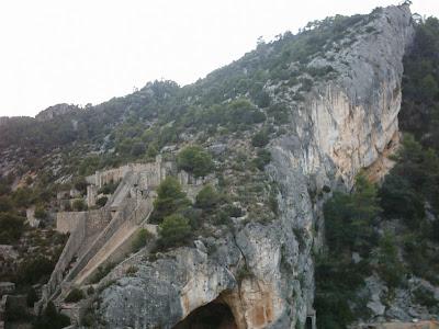 Pantano ,embalse, Pena ,Beceite ,frontera ,Valderrobres, cueva