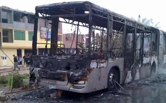 bus_metropolitano_incendio King Long Modasa ShurKonrad 1