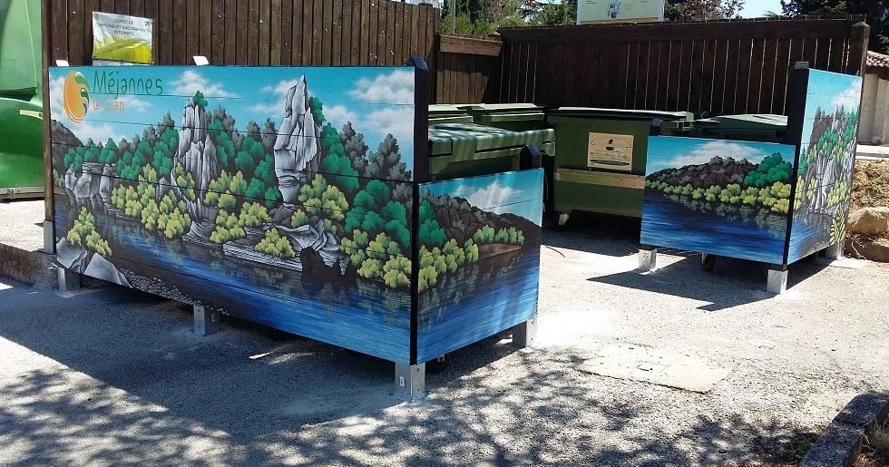 la tribune du clap des fresques pour cacher les poubelles du parking de la mairie. Black Bedroom Furniture Sets. Home Design Ideas