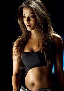 Aishwarya Rai Sexy Navel Expose