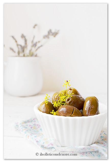 olive-verdi-schiacciate-ricetta-siciliana