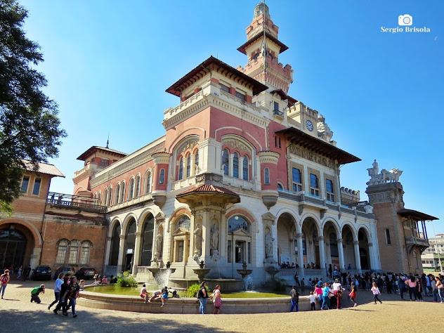 Vista ampla da fachada e lateral do Museu Catavento - Palácio das Indústrias - Brás - São Paulo
