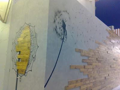 lukis dinding kombinasi cat wash motif semen ekspos