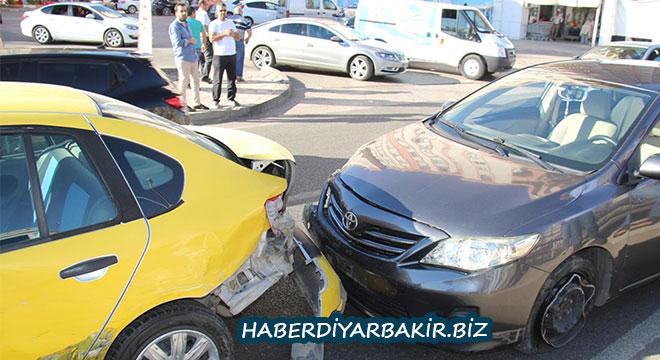 Diyarbakır Yeni Hal Kavşağındaki kaza kameralara yansıdı