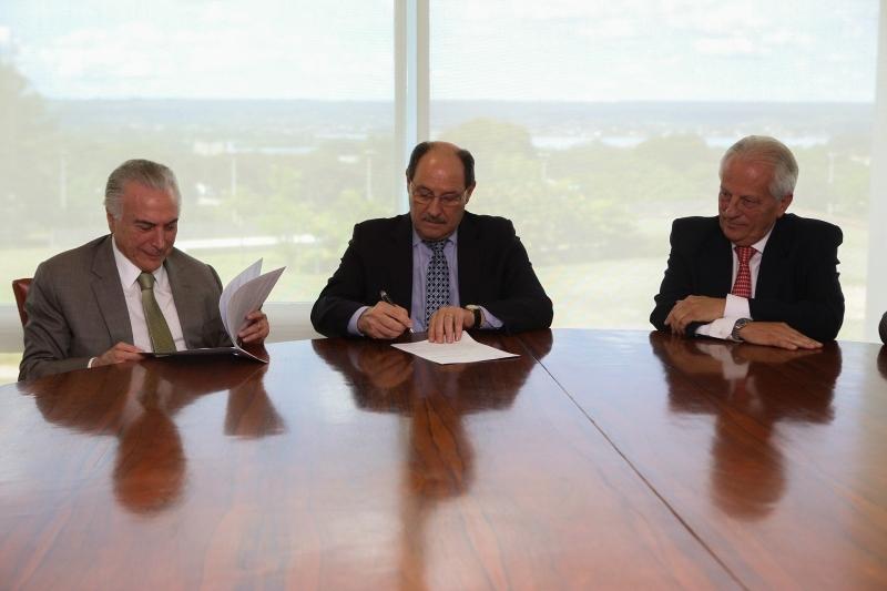 No documento assinado por Temer e Sartori, o RS garante cumprir requisitos legais para pleitear adesão ao regime - Foto: Karine Viana/Palácio Piratini