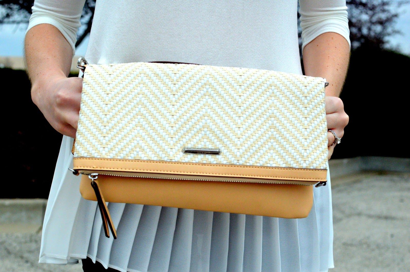 stella and dot woven clutch review and giveaway