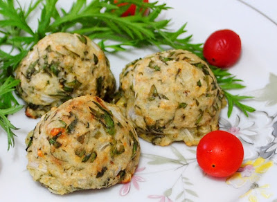 Bolinho Assado de Batata com Folhas de Cenoura (vegana)