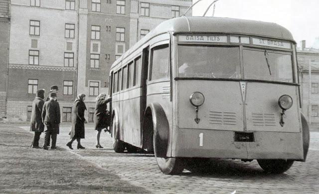 "Троллейбус на маршруте ""Воздушный мост - ст.Браса"" / ""Gaisa tilts - st.Brasa"""