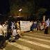"""""""ΠΑΡΑΙΤΗΣΟΥ!"""" Έφτασαν έξω από την πόρτα του Παυλόπουλου οι διαμαρτυρίες..."""