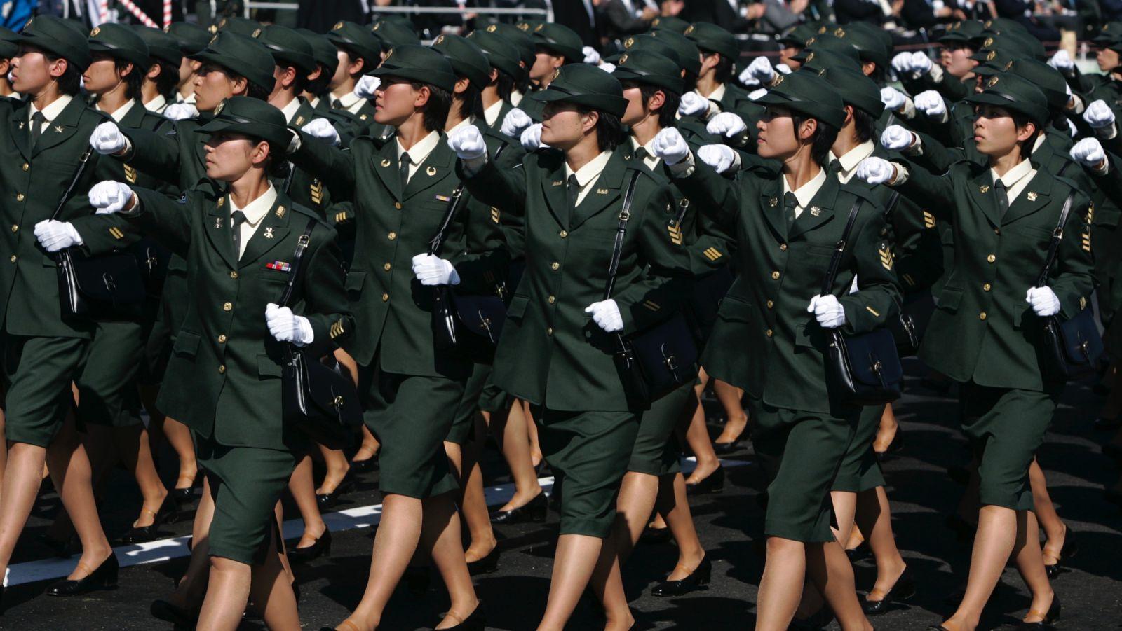 Bomba que exploda roupas das mulheres preocupa professor japonês