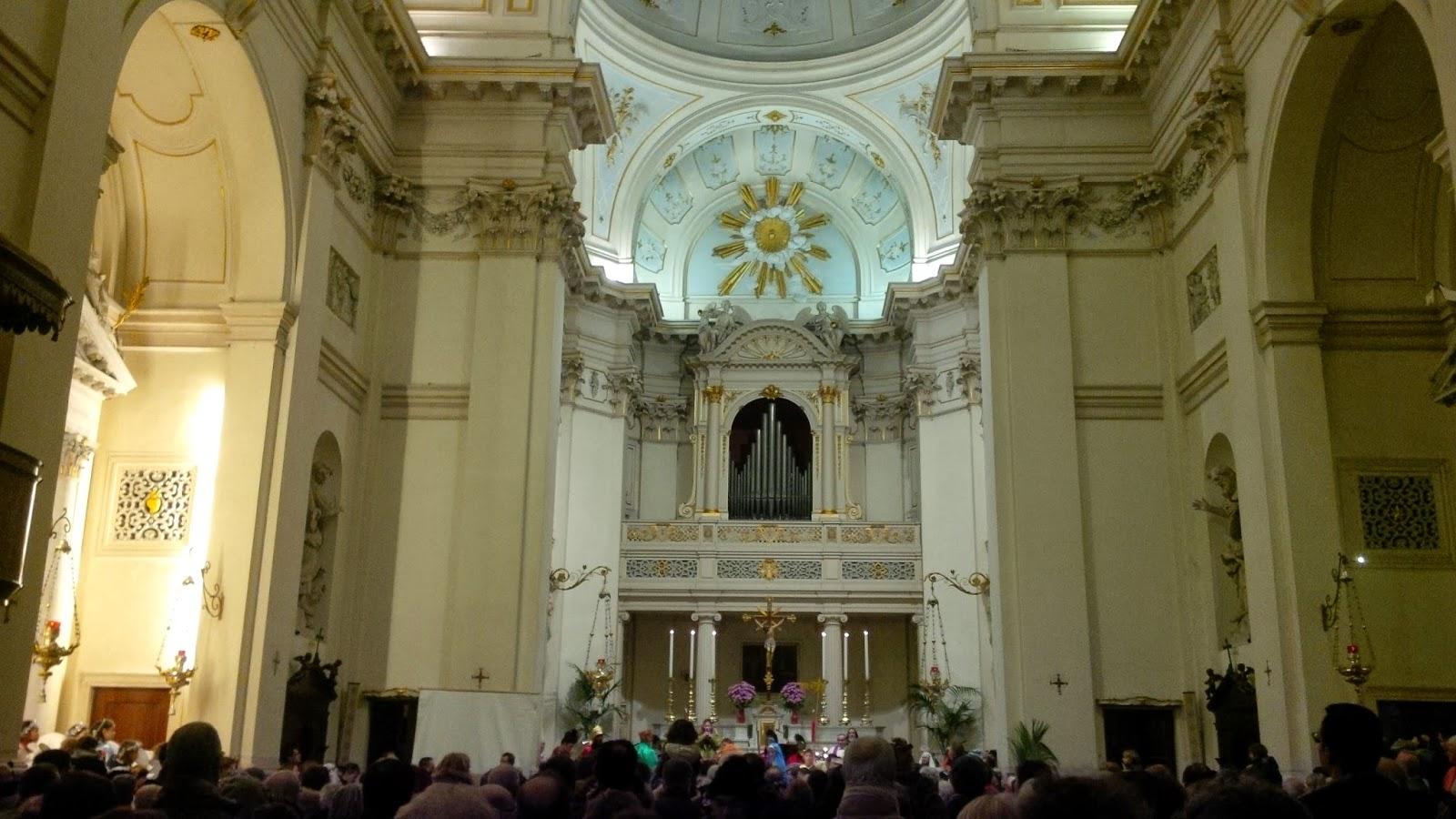 The procession and hundreds of spectators in Chiesa dei Filippini in Vicenza