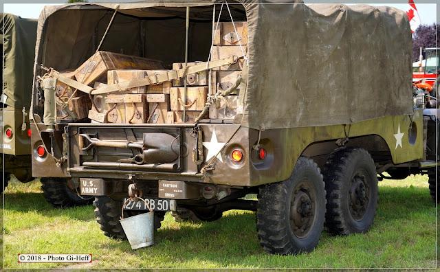 Arrière du Dodge plein de caisses de munitions, Quincampoix.