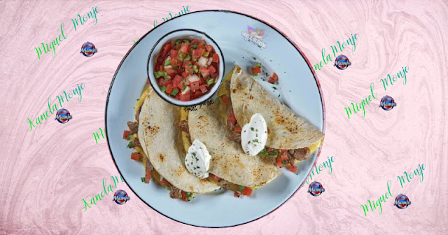 QUESADILLAS DE ARRACHERA CON PICO DE GALLO