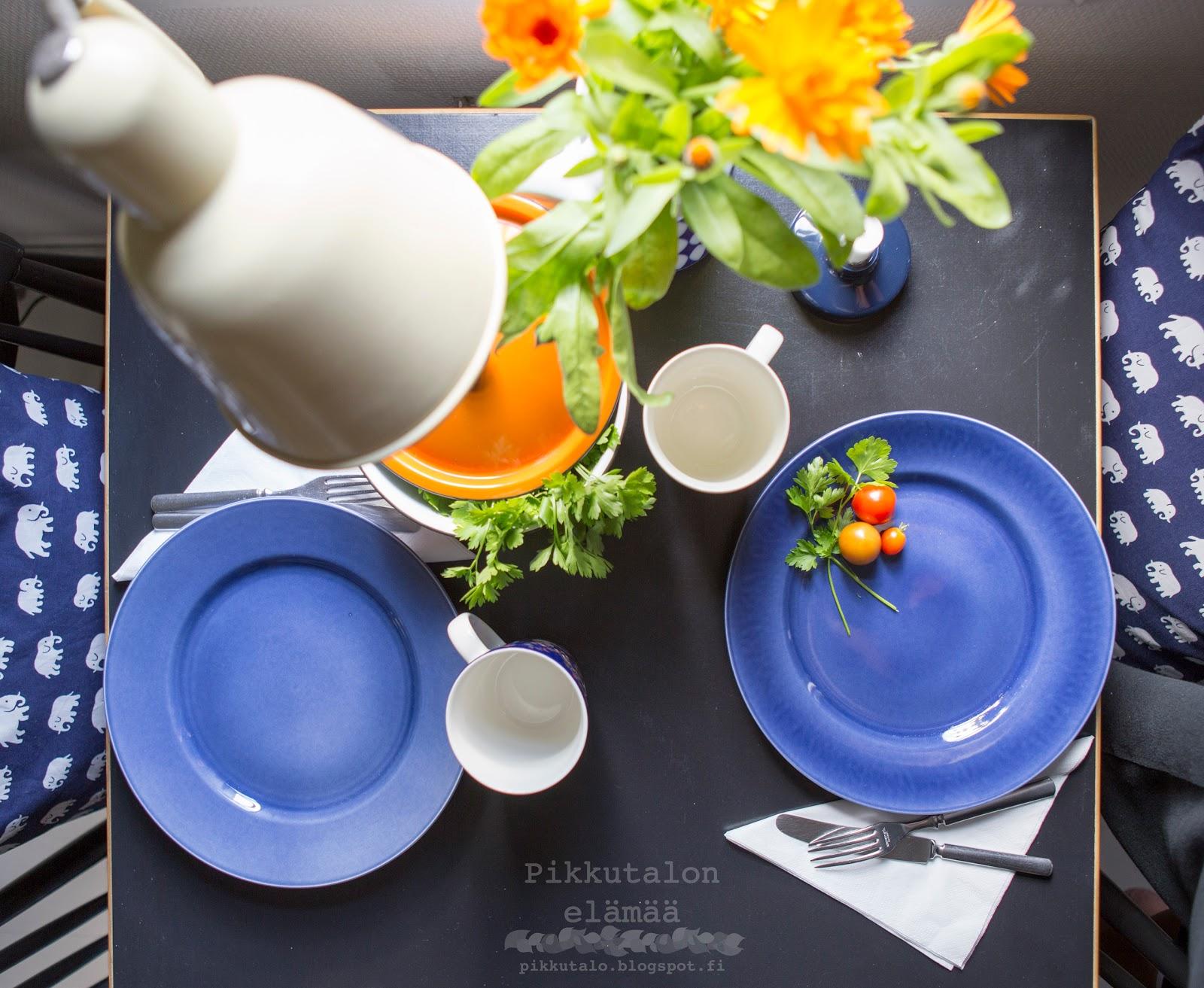 mustikansiniset lautaset myytävänä gustafsberg