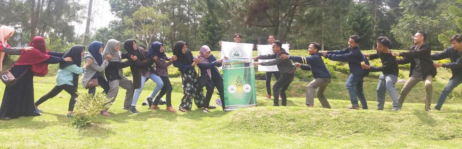 Divisi Arab saat belajar bersama di wisata alam Semarang
