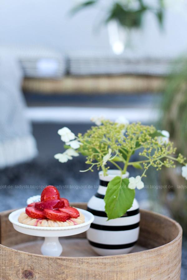 Pop Up Gartensessel, Chillarea im Garten,vom Sessel zur Liege,Outdoorsitzmöbel zum Entspannen,Cupcake Ständer aus Porzellan mit Happy Birthday Schriftzug