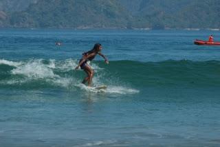 surfing pulau merah banyuwangi