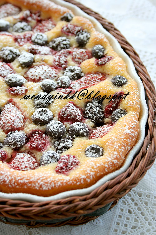 Almond Meal Berry Cake