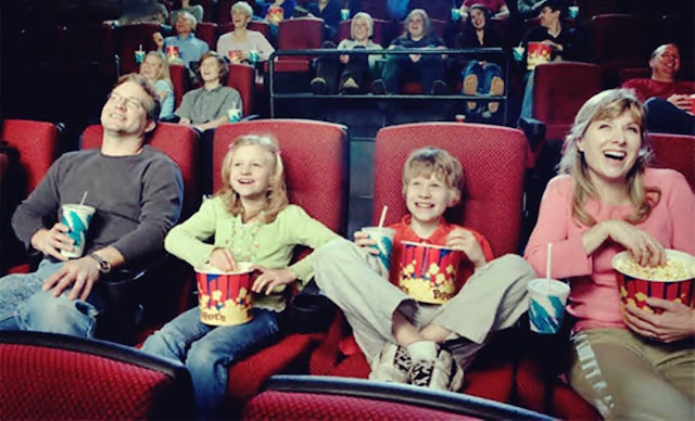 anak-anak dalam bioskop