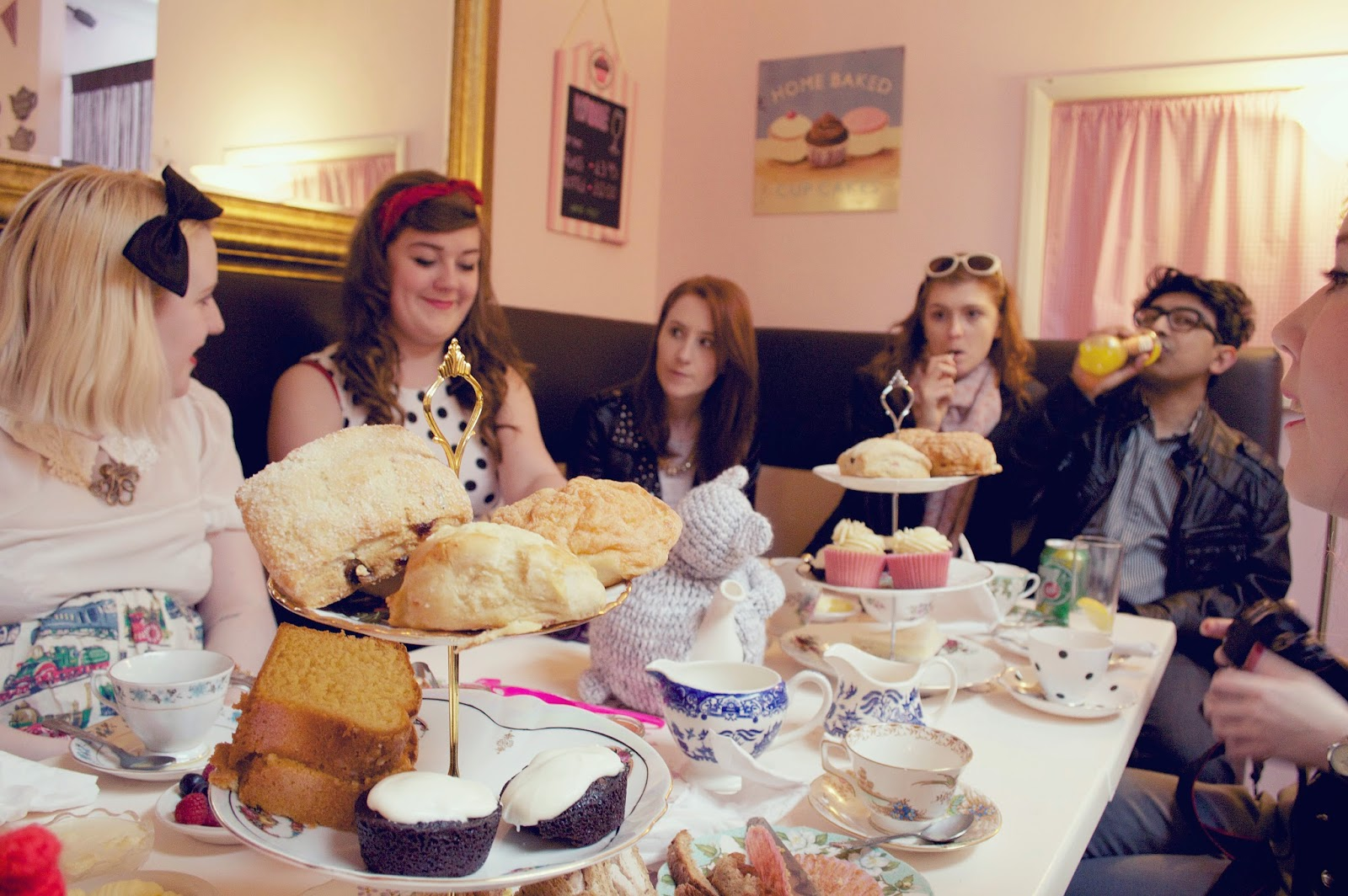 6 Hours Of Tea And Cake. Afternoon Tea, Cupcakes, Earl Grey, Vintage tea room, Tea and cakes