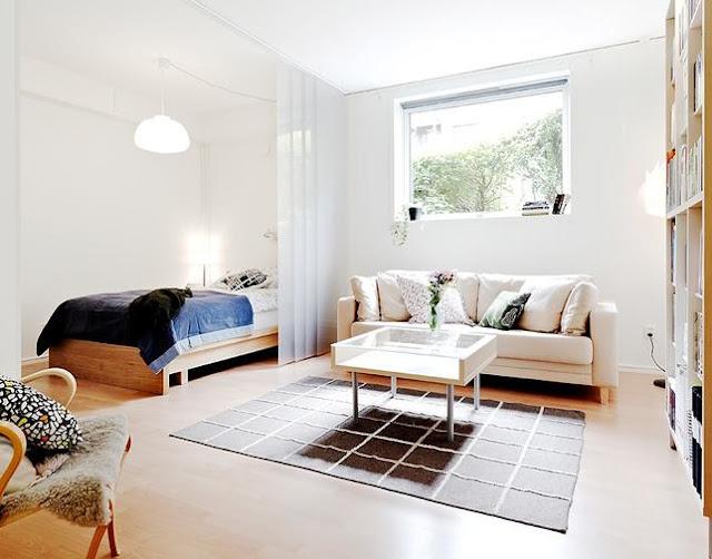 jak urządzić kawalerkę, duża przestrzeń, jak rozdzielić, jak podzielić pokój, styl minimalistyczny, styl skandynawski, less is more, wnętrze, drewno, jak podzielić bez ścian, ścianka działowa,