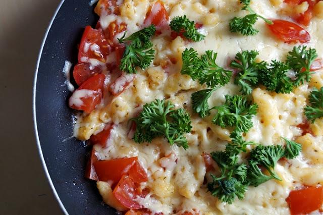 Spätzle-Käse-Pfanne mit Tomaten