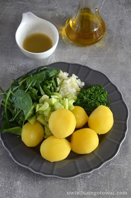 Sałatka ziemniaczana ze szpinakiem