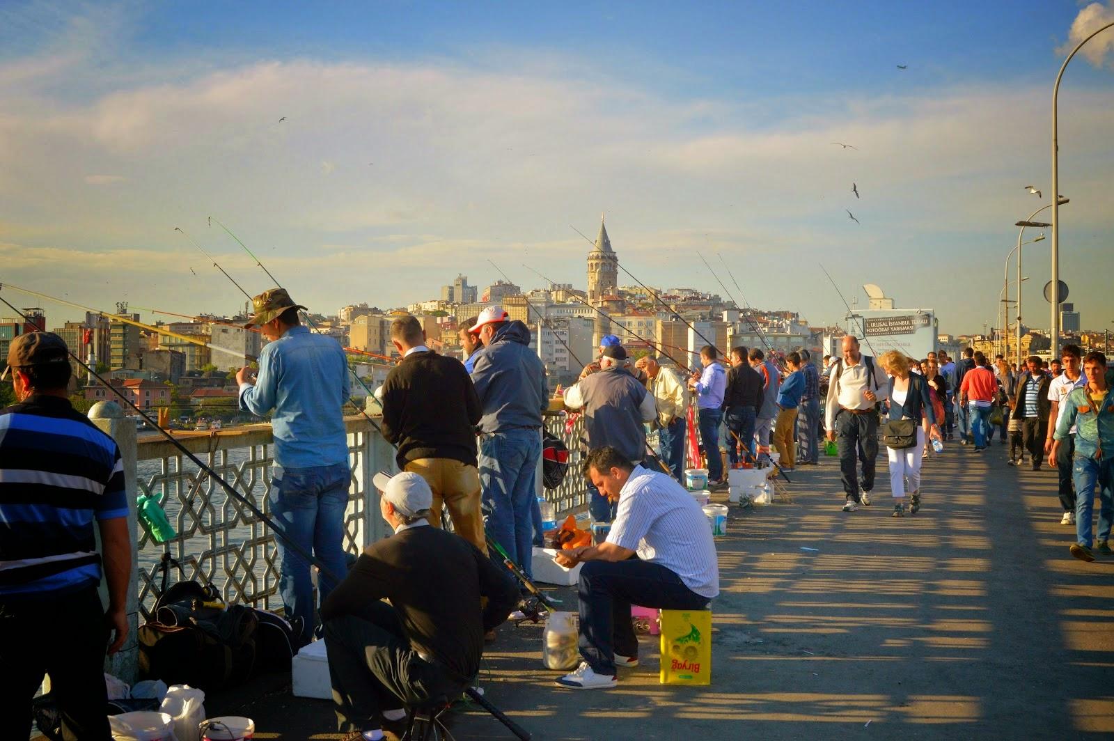 Pescadores en el puente Gálata
